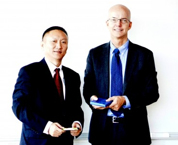 Mr. Fan Peng, Vice President of Shanghai Economic Management College and Per-Olof Larsson, Managing Director of GU School of Executive Education