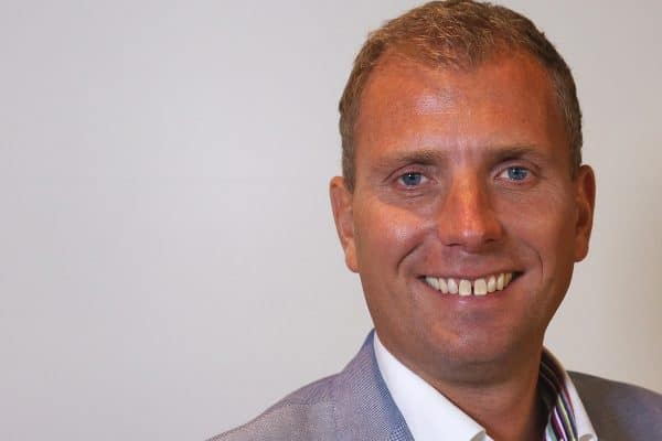 Fredrik Wistrand launches dental chain during his final term of the Gothenburg Executive MBA programme